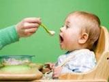 Cho trẻ ăn gì khi bị sốt?